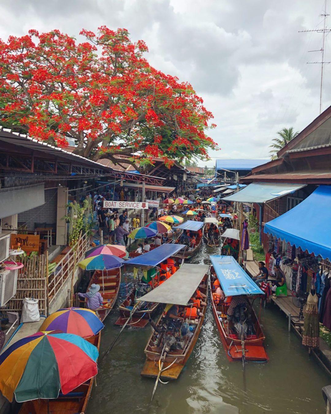Chơi quên lối về tại những khu chợ nổi nhất định phải ghé ở Bangkok - Ảnh 2.