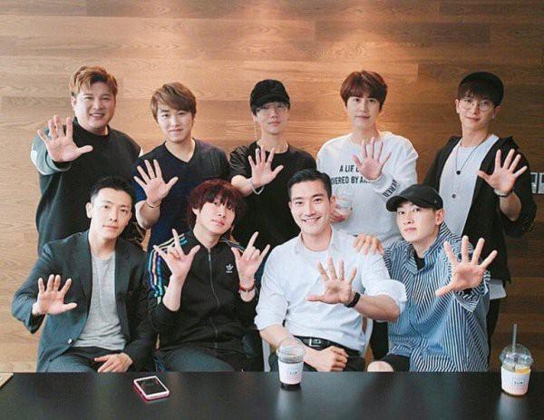 Super Junior thông báo tái xuất với đội hình 9 thành viên sau khi em út Kyuhyun xuất ngũ - Ảnh 1.