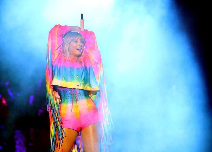 Taylor Swift khởi động Tháng Tự hào LGBT bằng việc đưa ra một bản kiến nghị khiến fan vô cùng cảm kích - Ảnh 2.