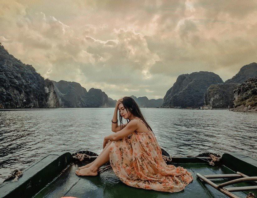 Kinh nghiệm du lịch vịnh Lan Hạ - biển xanh cát trắng ngay gần Hà Nội - Ảnh 1.