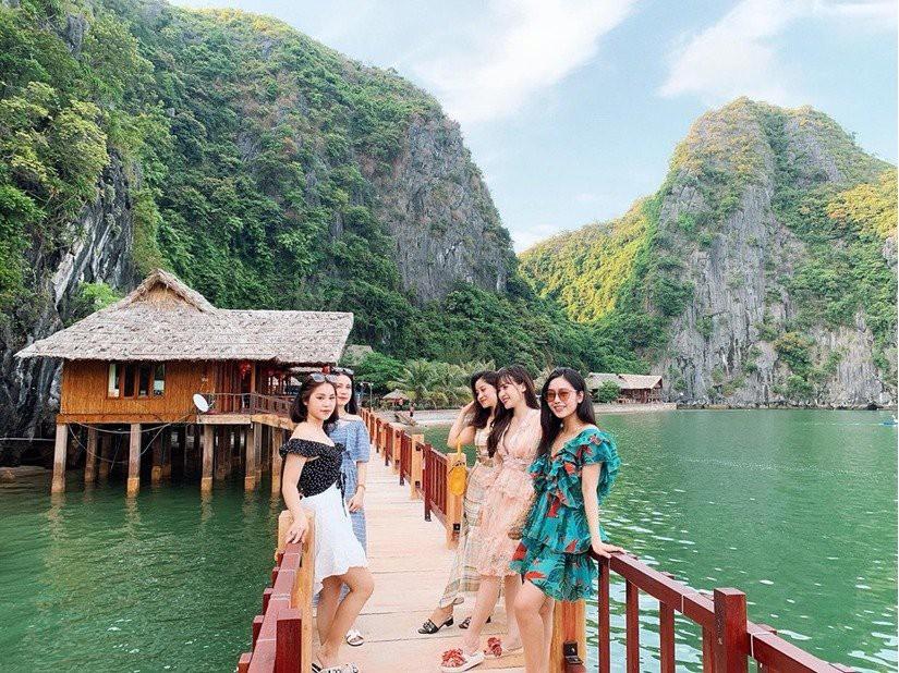 Kinh nghiệm du lịch vịnh Lan Hạ - biển xanh cát trắng ngay gần Hà Nội - Ảnh 2.