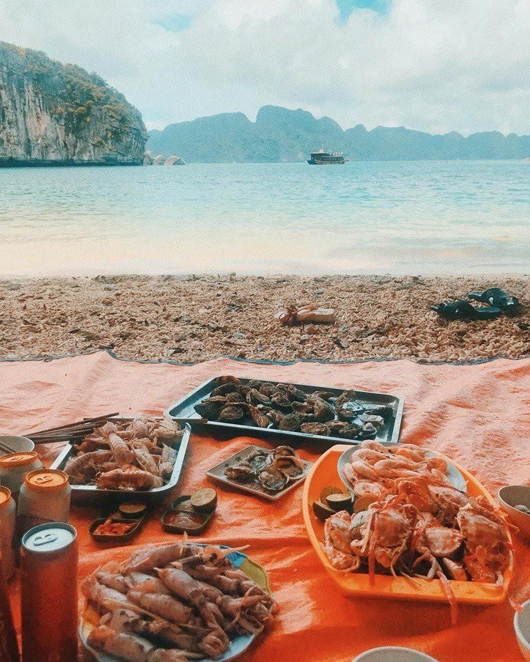 Kinh nghiệm du lịch vịnh Lan Hạ - biển xanh cát trắng ngay gần Hà Nội - Ảnh 5.