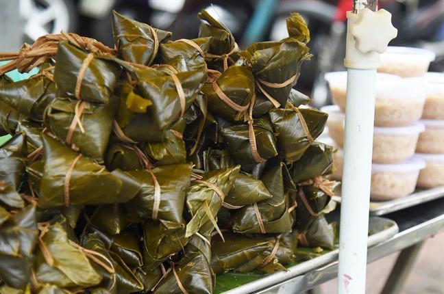 Chỉ nhanh những địa chỉ bán bánh ú tro ở Sài Gòn dịp Tết Đoan Ngọ - Ảnh 4.