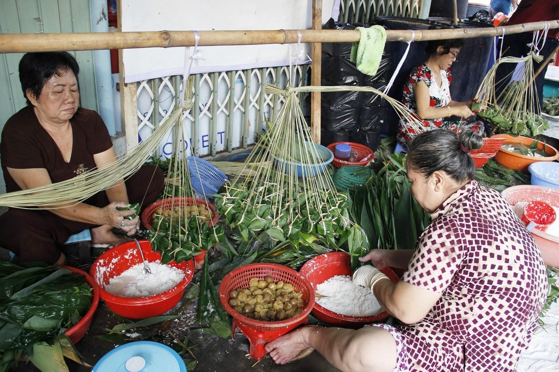 Chỉ nhanh những địa chỉ bán bánh ú tro ở Sài Gòn dịp Tết Đoan Ngọ - Ảnh 2.