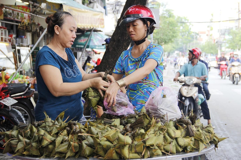 Chỉ nhanh những địa chỉ bán bánh ú tro ở Sài Gòn dịp Tết Đoan Ngọ - Ảnh 5.