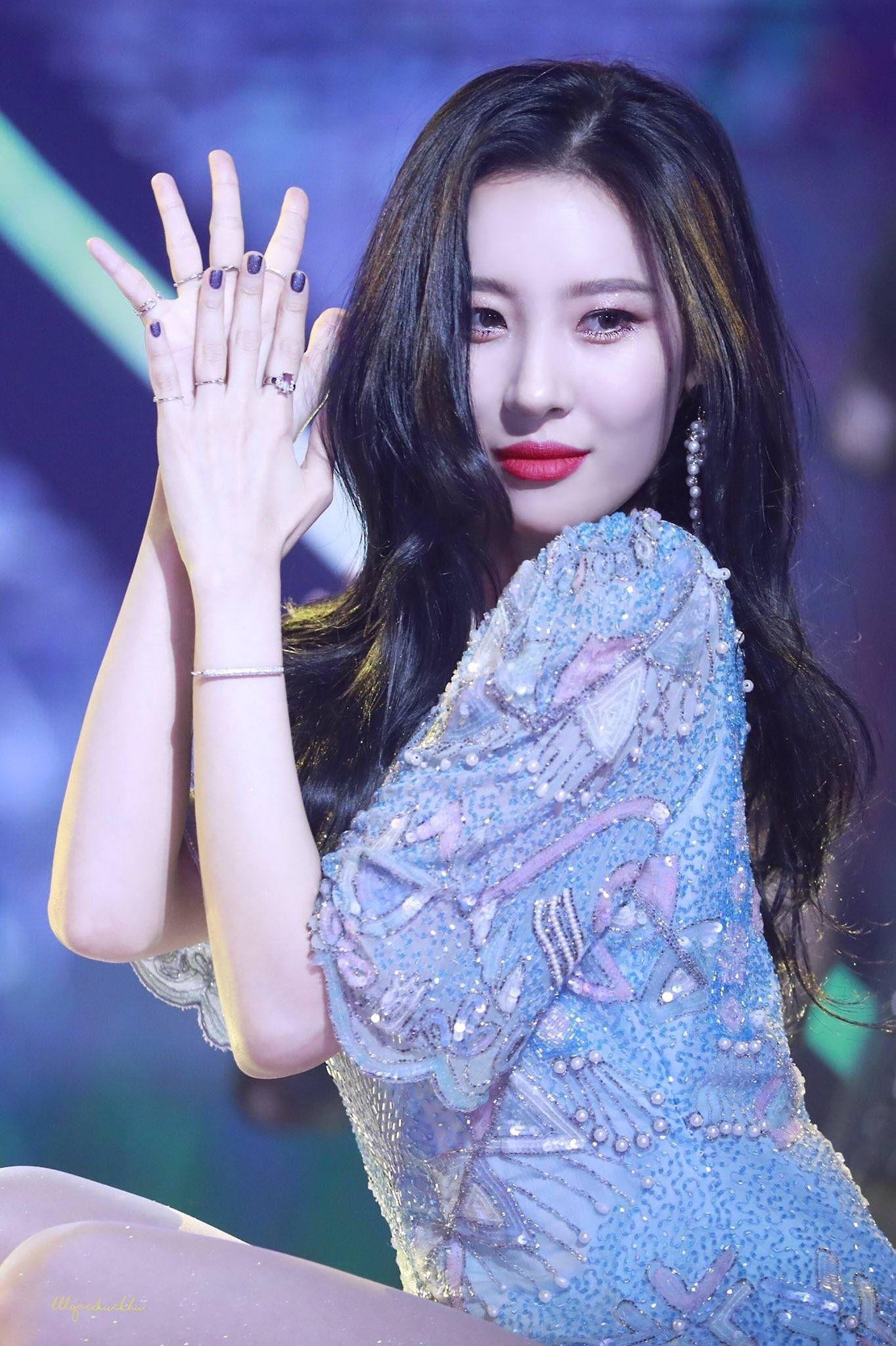 Sau Lee Hyori, ai sẽ là nữ hoàng sân khấu kế cận của Kpop? - Ảnh 4.