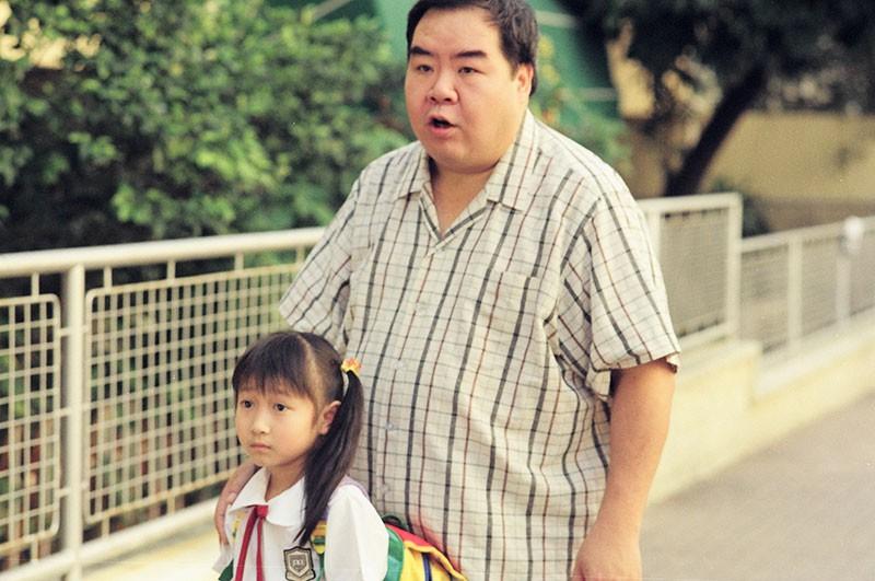 Chàng mập TVB Trịnh Tắc Sĩ: Lao đao vì nợ nần, bị bạn thân trở mặt và vết chàm đóng phim cấp 3 để trả nợ - Ảnh 2.
