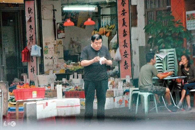 Chàng mập TVB Trịnh Tắc Sĩ: Lao đao vì nợ nần, bị bạn thân trở mặt và vết chàm đóng phim cấp 3 để trả nợ - Ảnh 6.