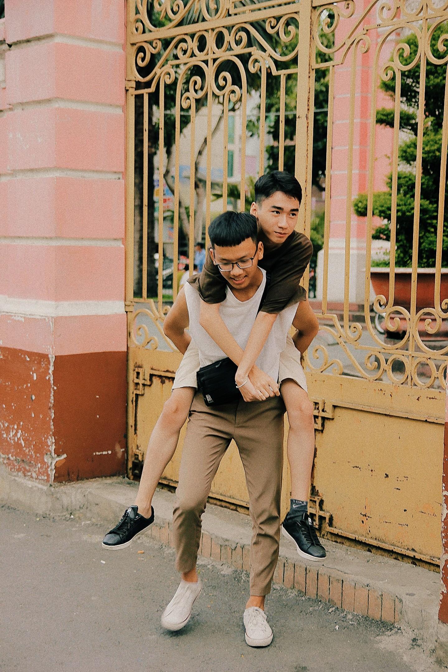 Bộ ảnh rất tình của cặp LGBT điển trai khiến cộng đồng mạng thổn thức - Ảnh 4.