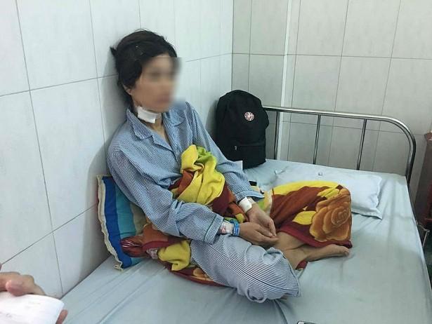 Dùng dao lam cắt tai vợ cũ, người đàn ông Quảng Nam bị phạt hơn 3 năm tù - Ảnh 1.