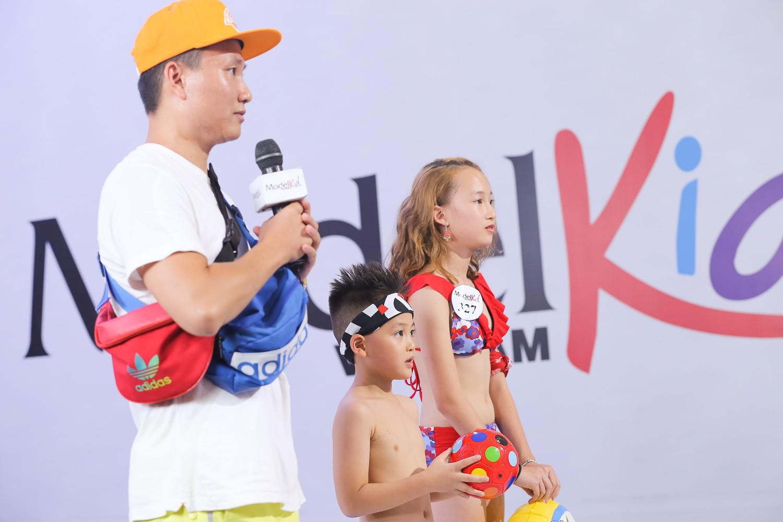 Model Kid Vietnam 2019: Mẫu nhí tự tin catwalk trong trang phục đi biển - Ảnh 3.