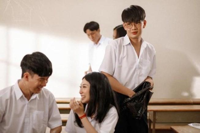 Mất máu với cảnh cặp nam chính tình tứ trong MV mới của Đào Bá Lộc - Ảnh 2.