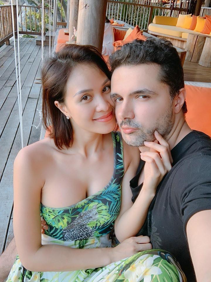 MC sexy nhất showbiz Việt: Tôi cưới chồng Tây không phải để chạy bầu - Ảnh 2.