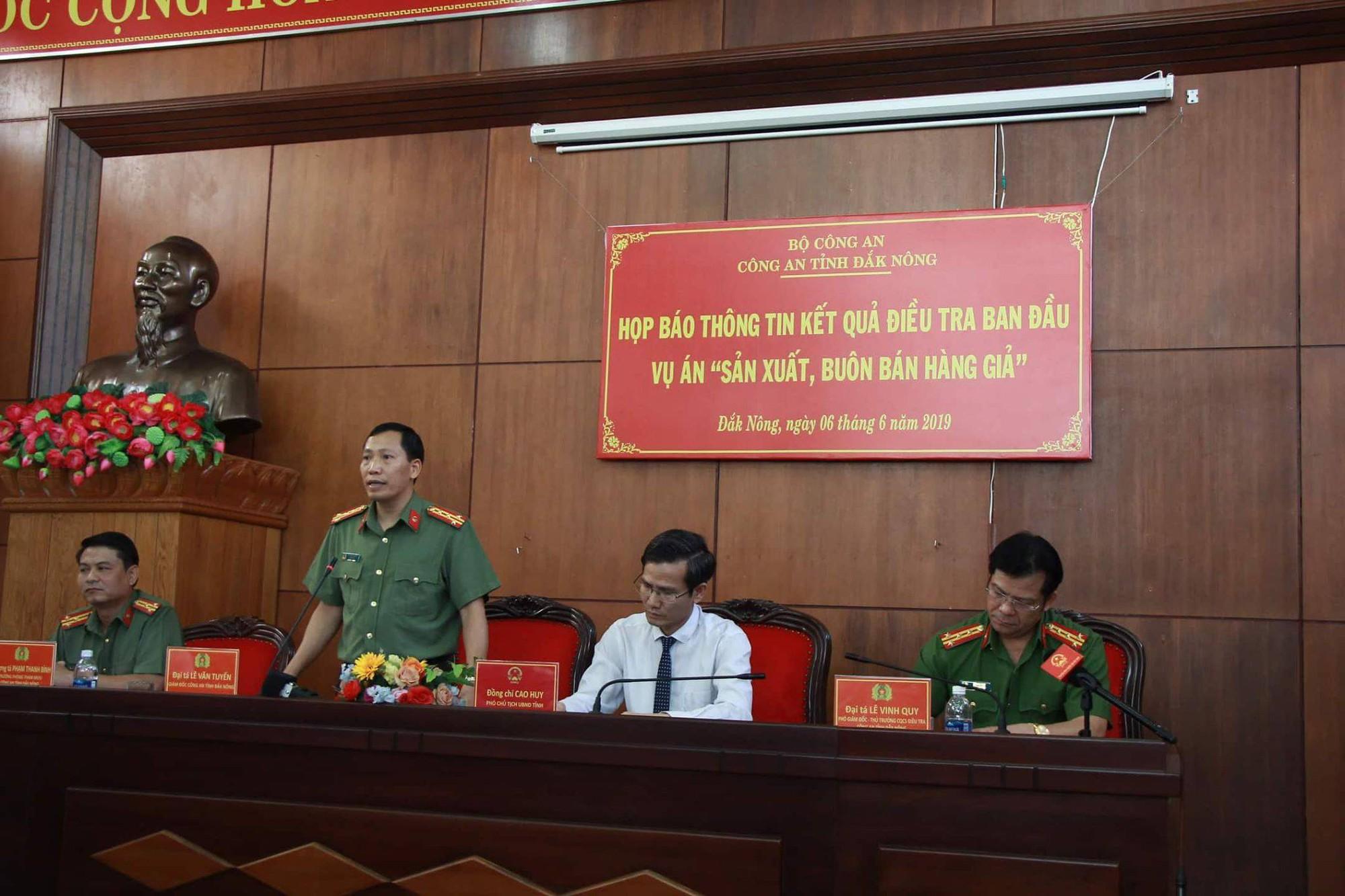 Đường dây xăng giả đại gia Trịnh Sướng: Chi 3.000 tỉ đồng mua hóa chất, tung ra thị trường 6 triệu lít xăng giả mỗi tháng - Ảnh 1.