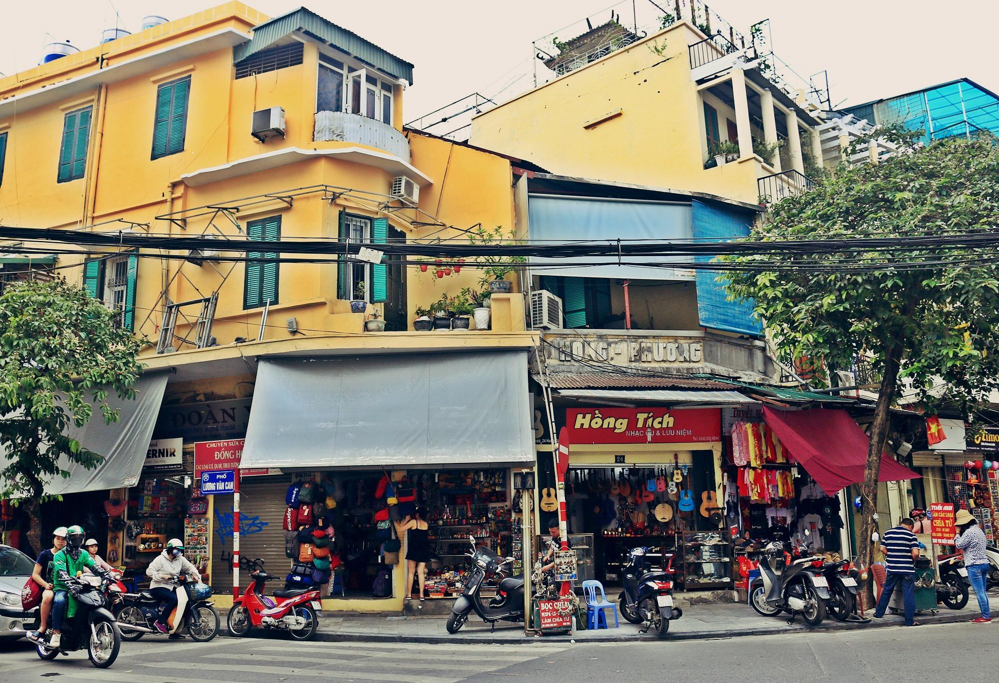 Hà Nội: Chỉnh trang nhiều ngôi nhà trên phố cổ để hút du khách - Ảnh 1.