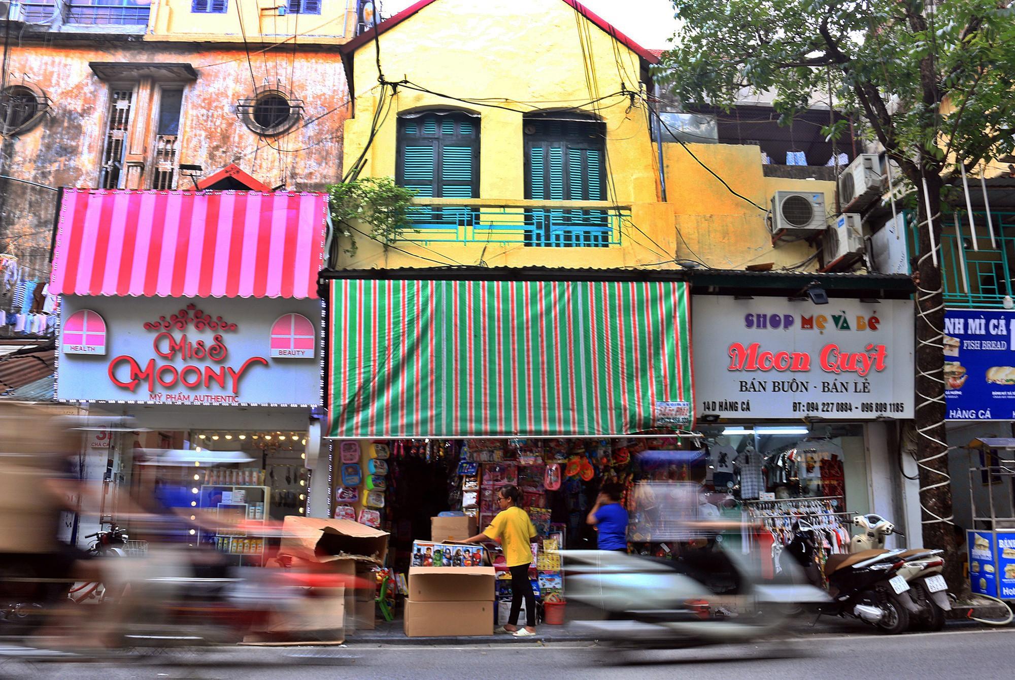 Hà Nội: Chỉnh trang nhiều ngôi nhà trên phố cổ để hút du khách - Ảnh 2.