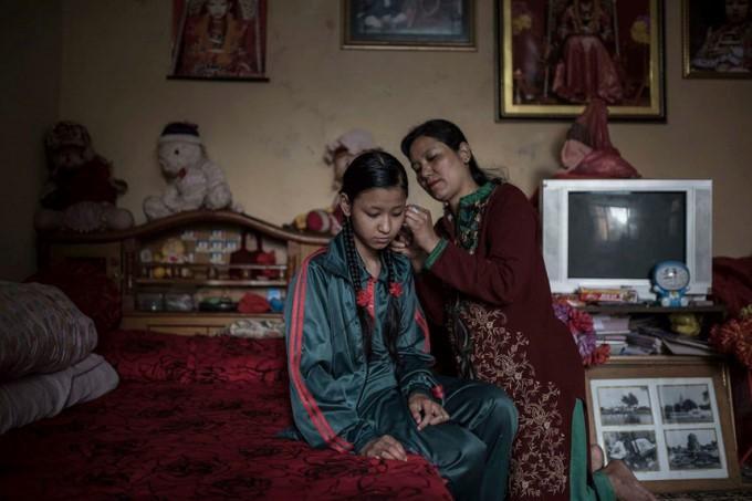 Cuộc đời các nữ thần sống ở Nepal sau khi hồi tục - Ảnh 9.