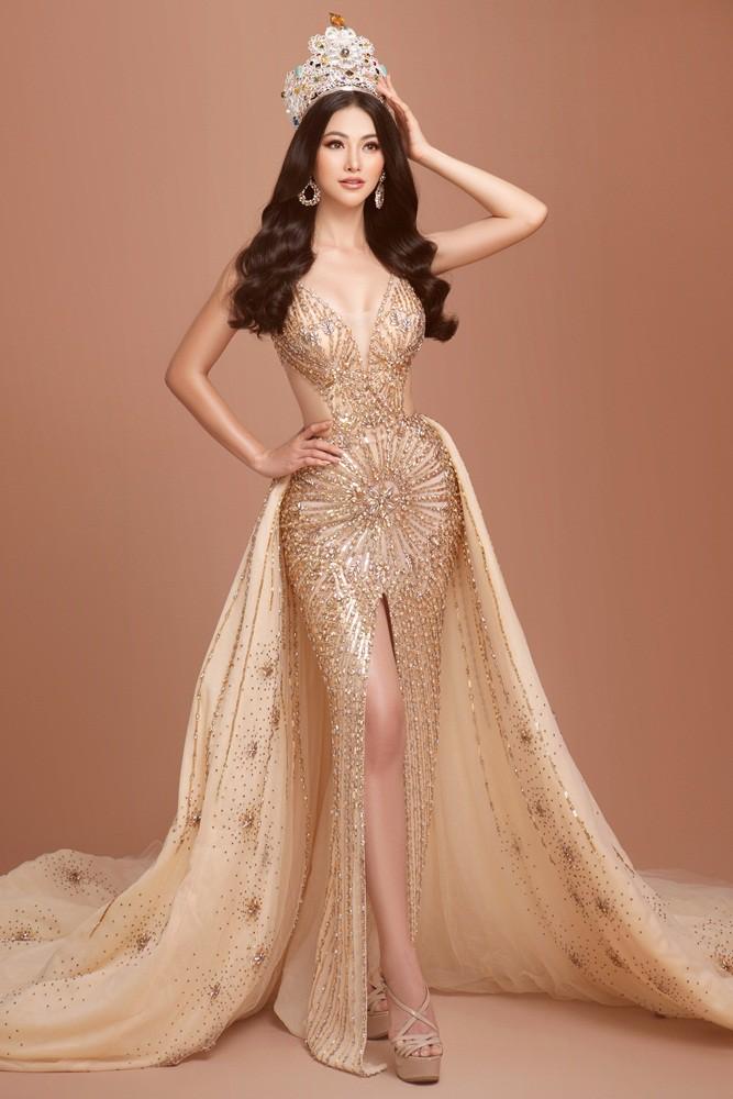 Phương Khánh tái hiện hình ảnh đăng quang Hoa hậu Trái đất với vương miện 3,5 tỉ - Ảnh 7.