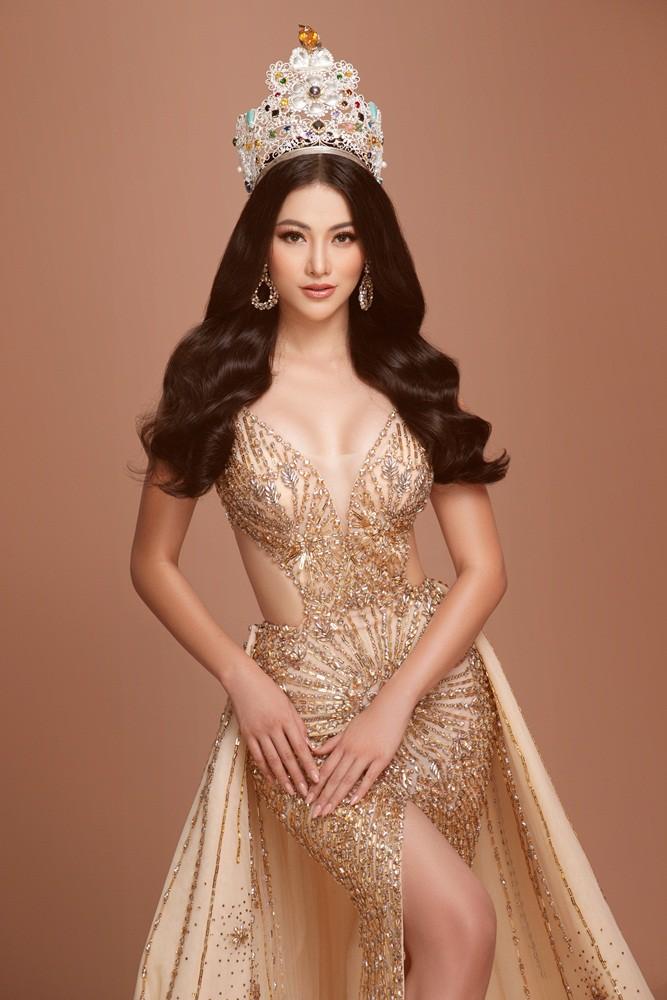 Phương Khánh tái hiện hình ảnh đăng quang Hoa hậu Trái đất với vương miện 3,5 tỉ - Ảnh 2.