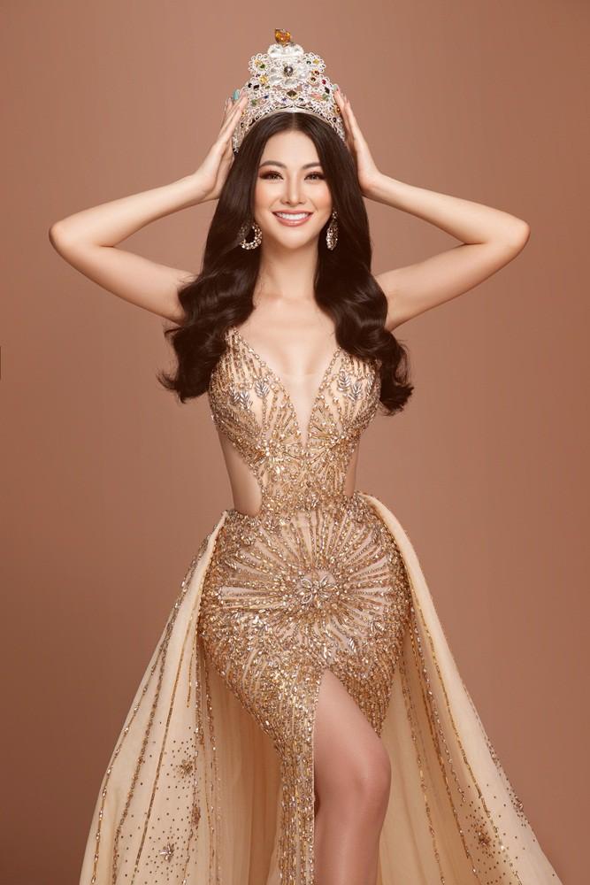 Phương Khánh tái hiện hình ảnh đăng quang Hoa hậu Trái đất với vương miện 3,5 tỉ - Ảnh 3.