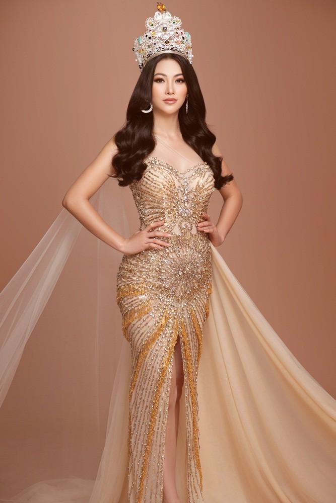 Phương Khánh tái hiện hình ảnh đăng quang Hoa hậu Trái đất với vương miện 3,5 tỉ - Ảnh 4.