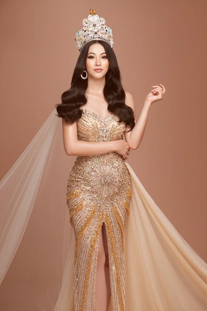 Phương Khánh tái hiện hình ảnh đăng quang Hoa hậu Trái đất với vương miện 3,5 tỉ - Ảnh 6.
