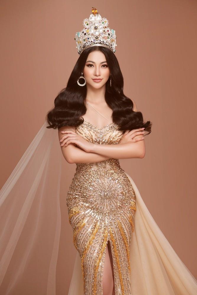 Phương Khánh tái hiện hình ảnh đăng quang Hoa hậu Trái đất với vương miện 3,5 tỉ - Ảnh 5.
