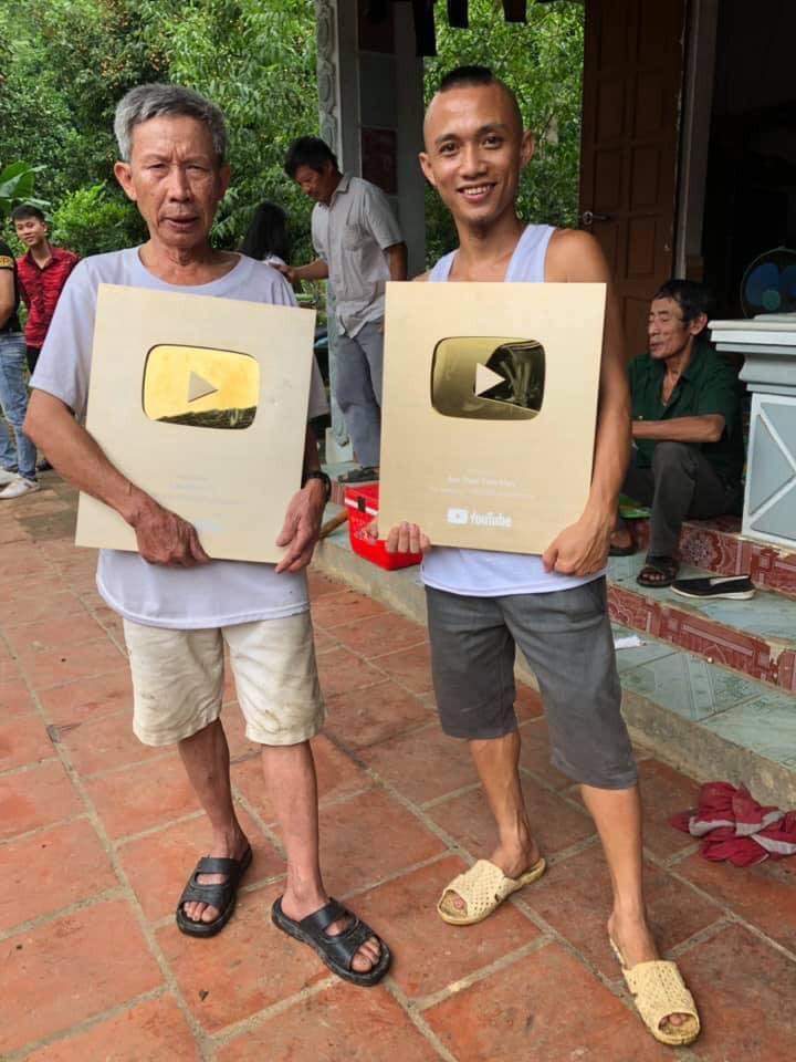 Cháu ngoại Ông 3 Vlog đang gây sốt cộng đồng mạng: Tôi và ông làm YouTube vì đam mê, không hề có bóc lột sức lao động - Ảnh 4.