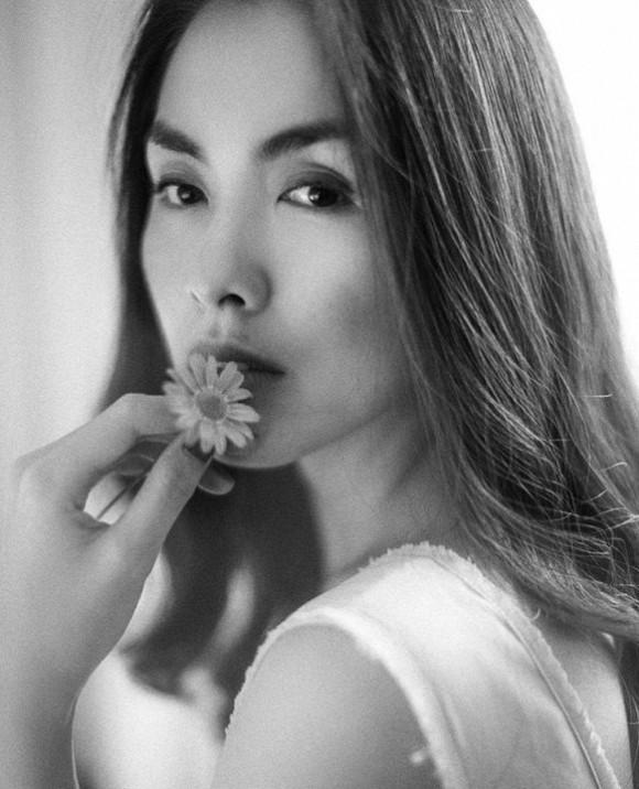 Đẳng cấp ngọc nữ của nhất màn ảnh Việt: Chỉ đào mộ lại ảnh đen trắng từ 1 năm trước, Tăng Thanh Hà vẫn khiến trái tim fan loạn nhịp - Ảnh 1.