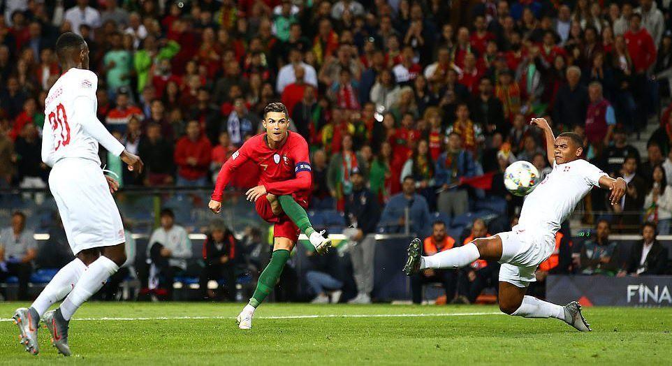 Ronaldo lập hat-trick, Bồ Đào Nha vào chung kết Nations League - Ảnh 1.
