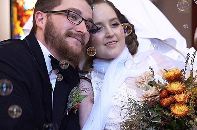 Lễ cưới trên giường bệnh của người vợ ung thư giai đoạn cuối - Ảnh 1.