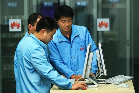Bầu không khí thời chiến căng thẳng tại đại bản doanh Huawei - Ảnh 2.