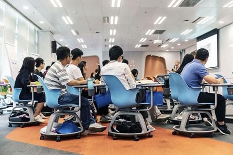 Bầu không khí thời chiến căng thẳng tại đại bản doanh Huawei - Ảnh 4.