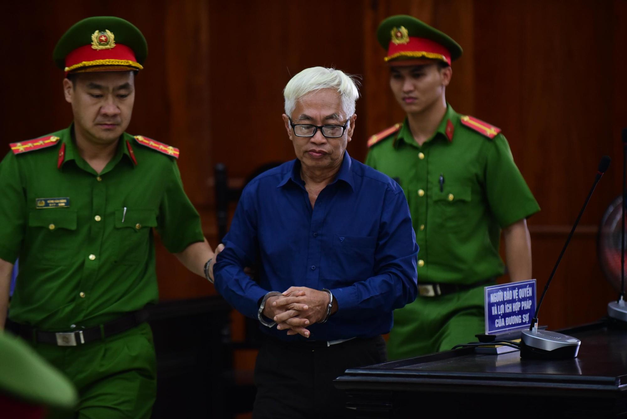 Vũ nhôm tươi cười dù kêu oan bất thành trong đại án 3.600 tỉ ở ngân hàng Đông Á - Ảnh 3.