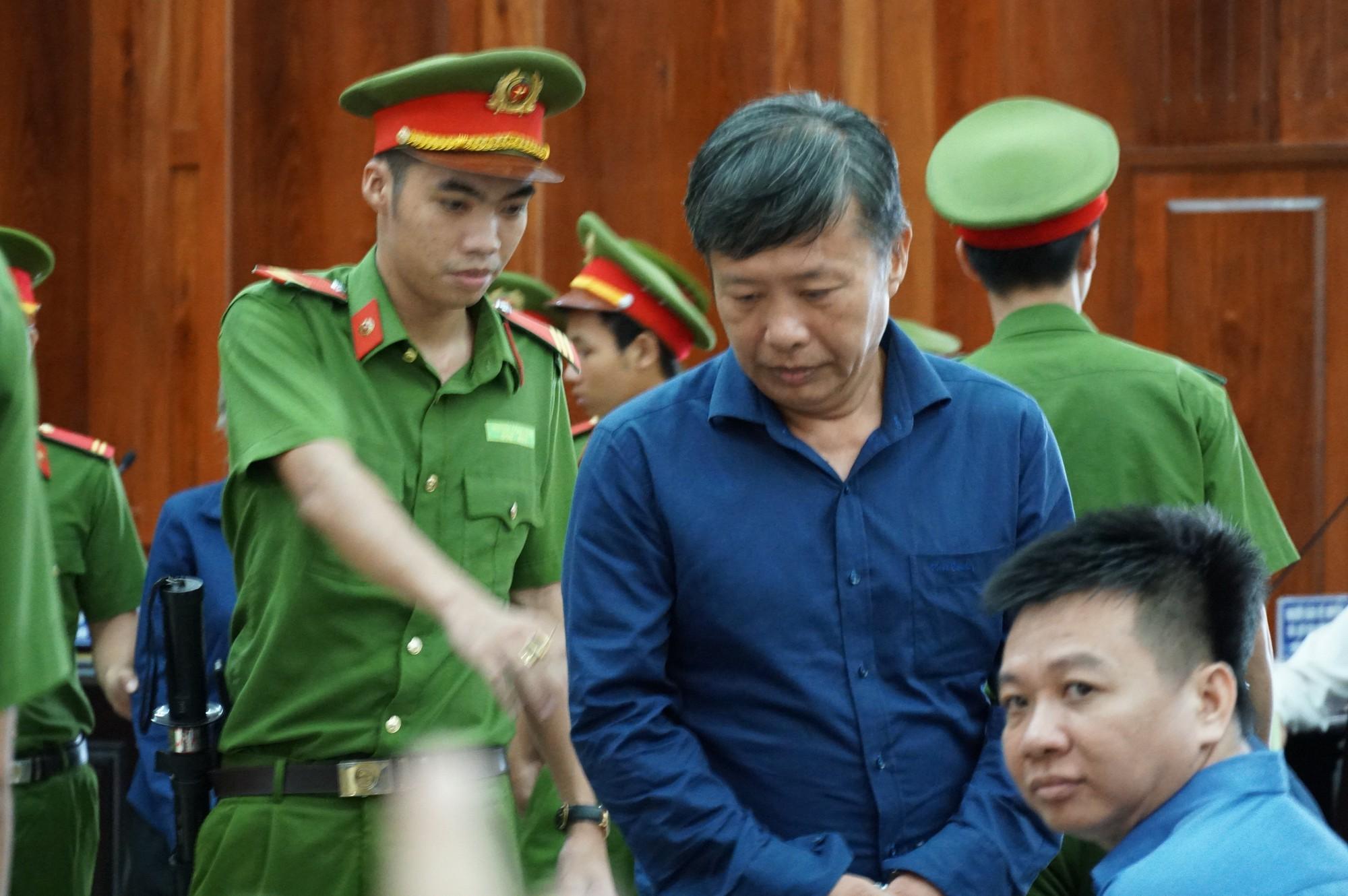 Vũ nhôm tươi cười dù kêu oan bất thành trong đại án 3.600 tỉ ở ngân hàng Đông Á - Ảnh 4.