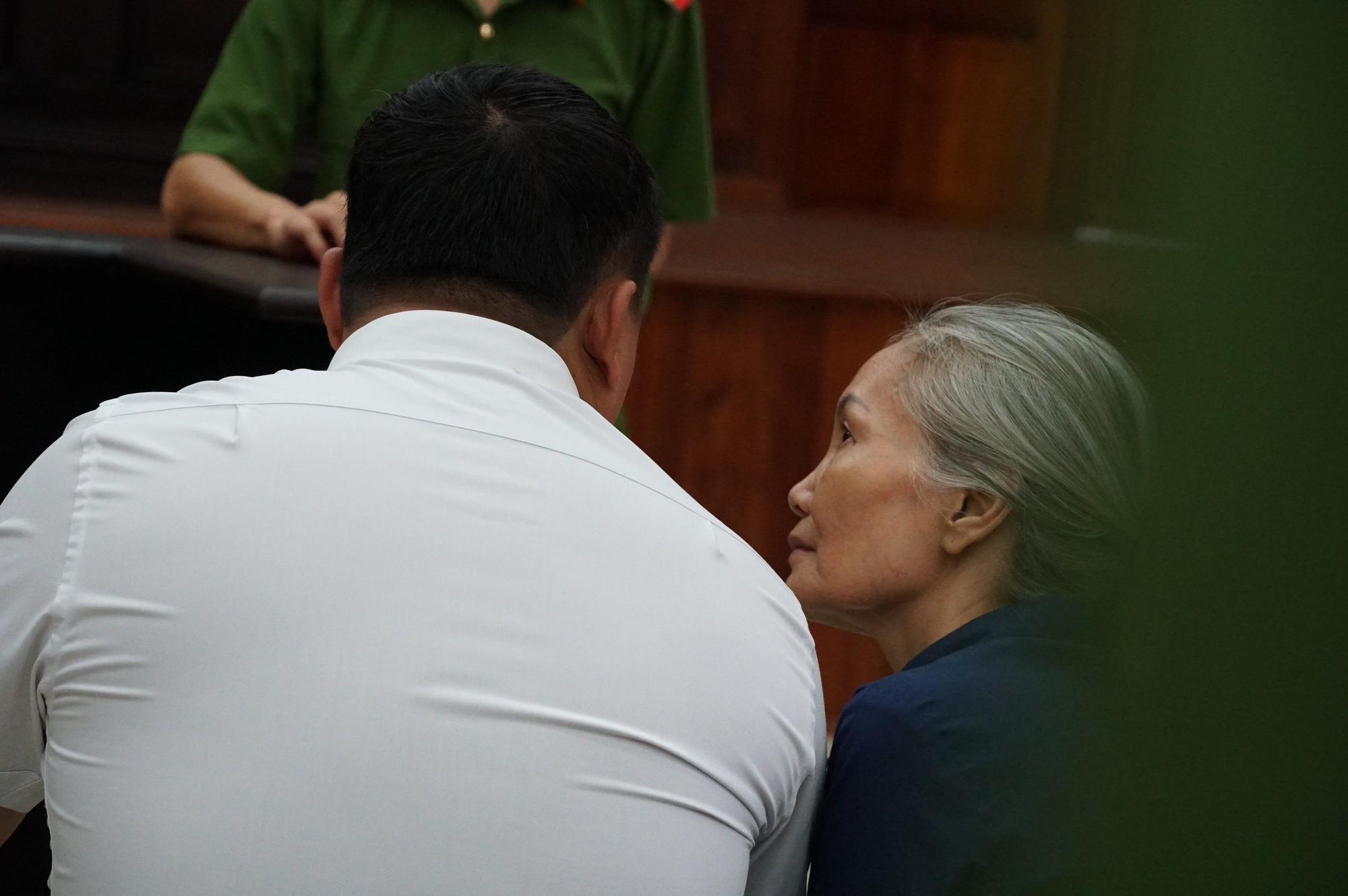 Vũ nhôm tươi cười dù kêu oan bất thành trong đại án 3.600 tỉ ở ngân hàng Đông Á - Ảnh 6.