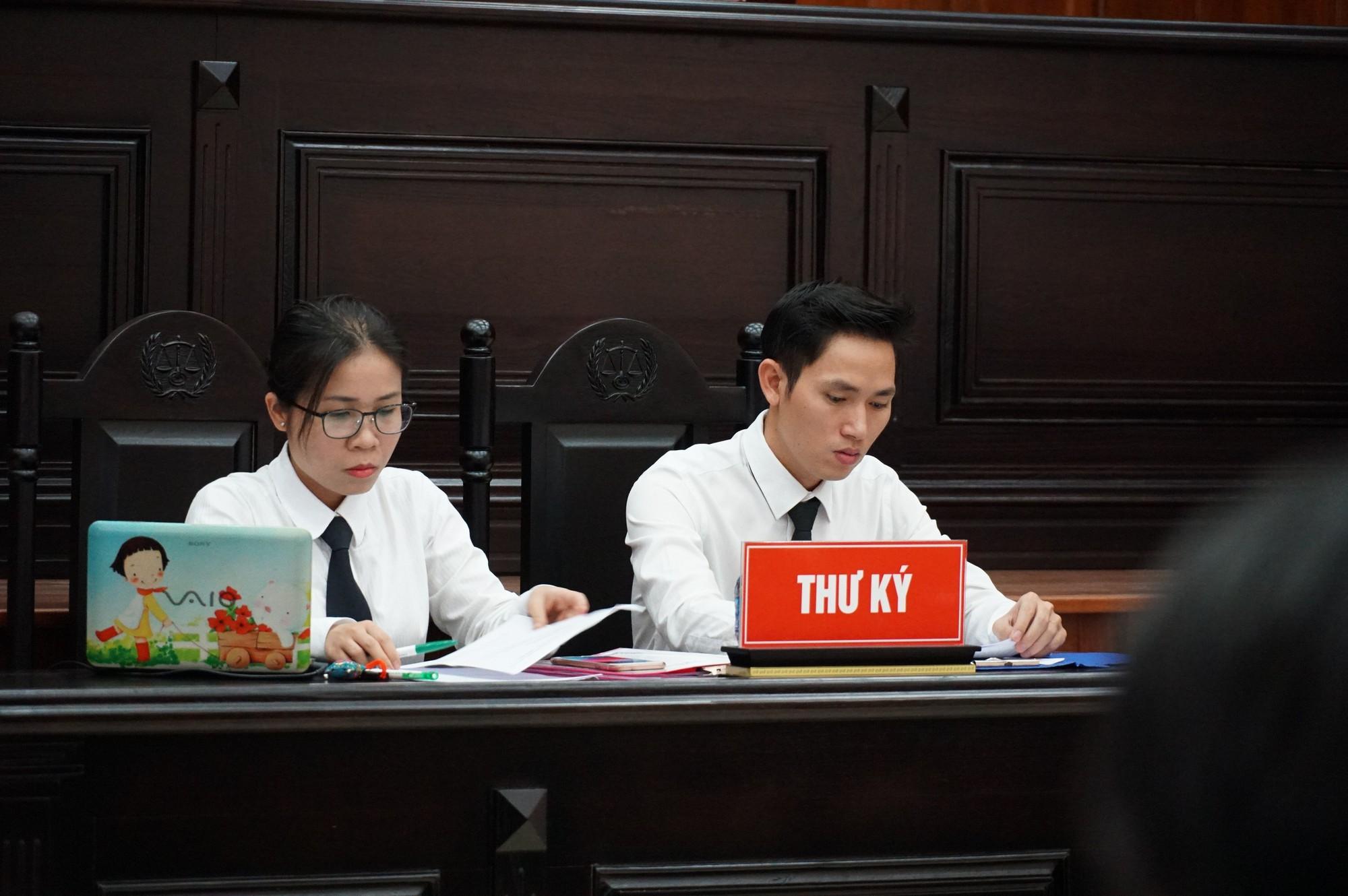 Vũ nhôm tươi cười dù kêu oan bất thành trong đại án 3.600 tỉ ở ngân hàng Đông Á - Ảnh 8.