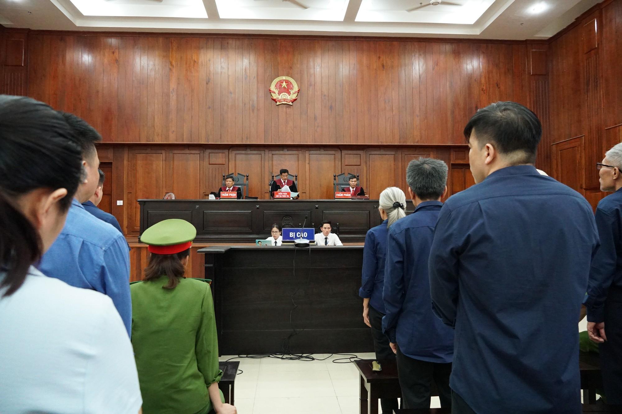 Vũ nhôm tươi cười dù kêu oan bất thành trong đại án 3.600 tỉ ở ngân hàng Đông Á - Ảnh 13.