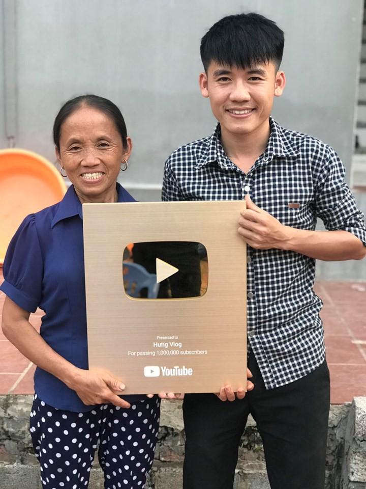 Bà Tân Vlog chính thức bật quảng cáo, thu nhập 12.000 USD/tháng? - Ảnh 2.