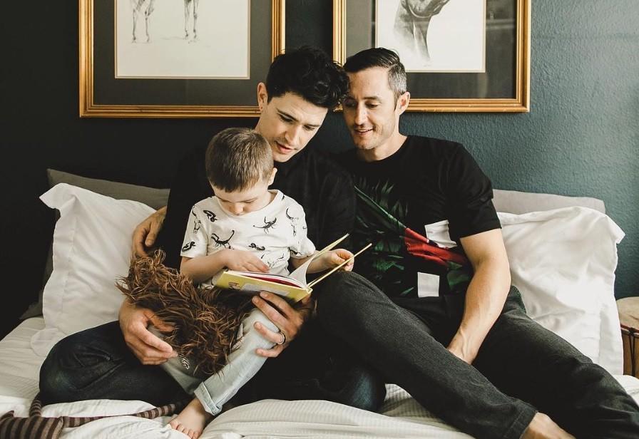 Hẹn hò đồng tính: 4 điều chàng gay nên biết trước khi bắt đầu hẹn hò với một người đàn ông trên mạng xã hội - Ảnh 1.