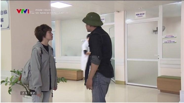 Về nhà đi con tập 39: Bắt gặp Thành - Huệ ôm ấp nhau trong bệnh viện, ông Sơn đùng đùng bỏ đi, Khải dùng mũ cối phang tình địch - Ảnh 10.