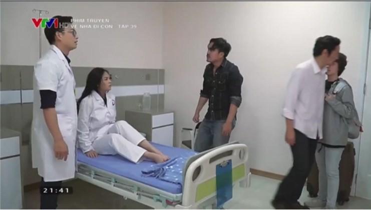 Về nhà đi con tập 39: Bắt gặp Thành - Huệ ôm ấp nhau trong bệnh viện, ông Sơn đùng đùng bỏ đi, Khải dùng mũ cối phang tình địch - Ảnh 17.