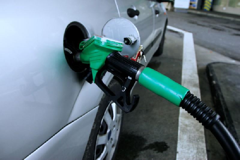 Liên quan đường dây xăng giả của đại gia Trịnh Sướng bán 6 triệu lít ra thị trường mỗi tháng: Mua phải xăng giả gây hại động cơ xe ra sao? - Ảnh 1.