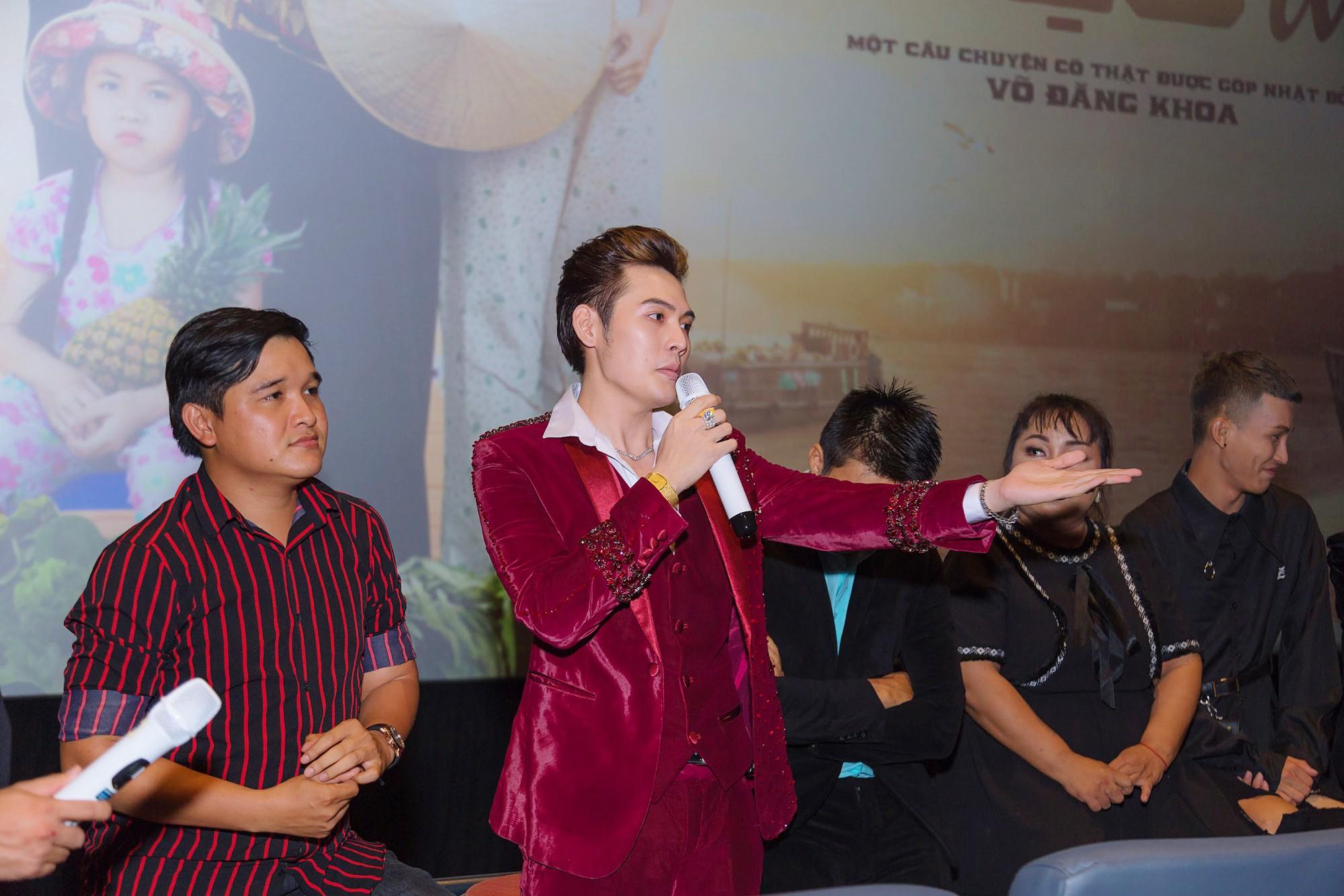 Đạo diễn Võ Thanh Hòa và Võ Đăng Khoa nói gì về việc mang hình ảnh LGBT miền Tây lên phim hài? - Ảnh 4.