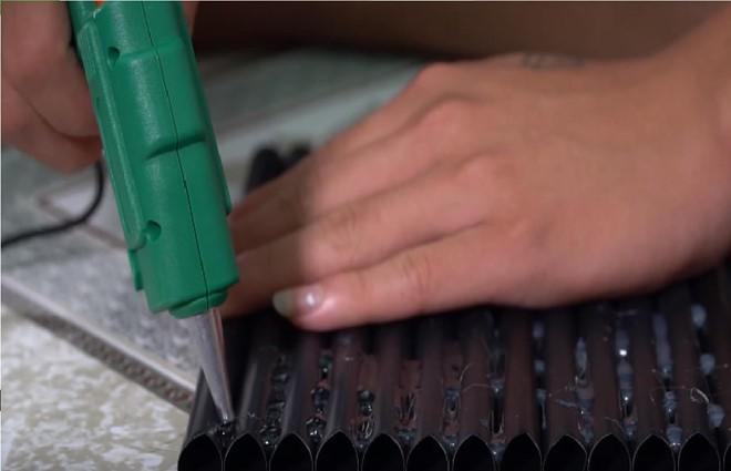 Làm nhà bằng 5.000 ống hút, vlogger bị chê tận cùng của thiếu ý thức - Ảnh 2.