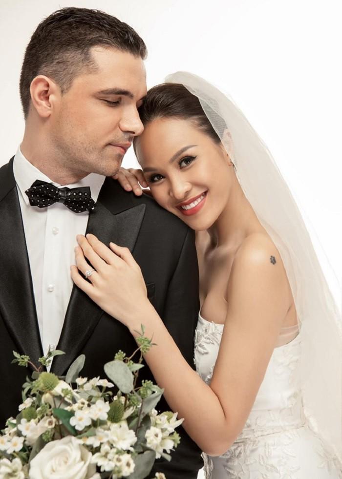 Ngắm ảnh cưới lãng mạn của MC Phương Mai cùng với chồng Tây  - Ảnh 5.