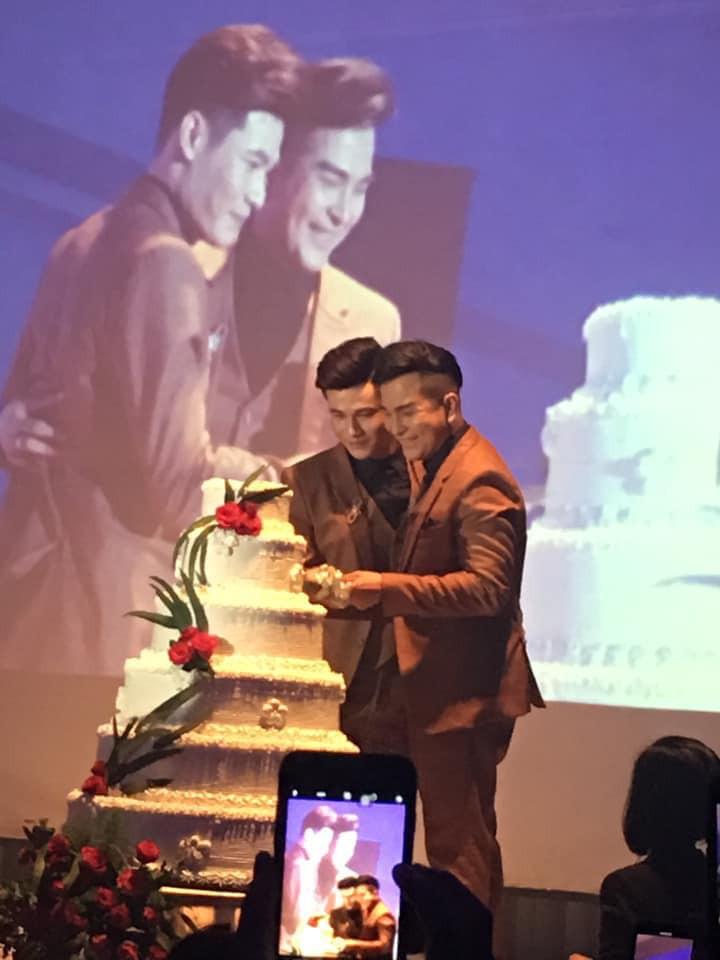 Đám cưới của cặp LGBT điển trai khiến cư dân mạng xôn xao: Hạnh phúc luôn là sự chân thành và chia sẻ  - Ảnh 3.