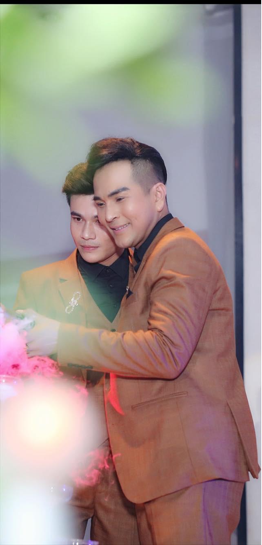 Đám cưới của cặp LGBT điển trai khiến cư dân mạng xôn xao: Hạnh phúc luôn là sự chân thành và chia sẻ  - Ảnh 2.