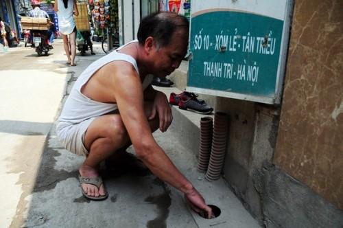 Tháng đầu mùa nóng, tá hoá hóa đơn tiền nước 33 triệu đồng - Ảnh 3.