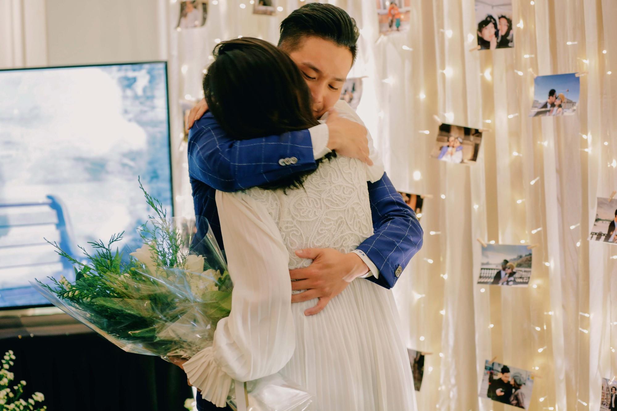 Chân dung bạn trai Việt Kiều vừa cầu hôn MC Liêu Hà Trinh   - Ảnh 2.